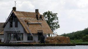 repareer je het dak of ga je emmers bijkopen?